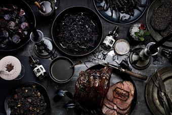 最黑的圣诞晚餐!从萝卜到牛肉都是黑色