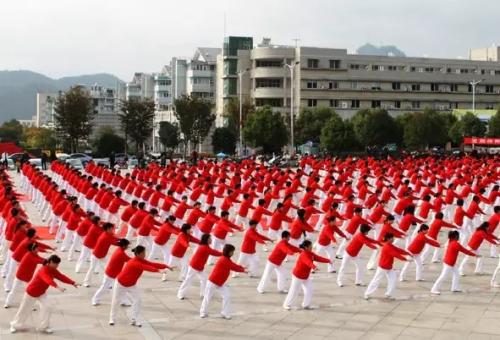 萬寧市廣場健身操舞大賽啟動
