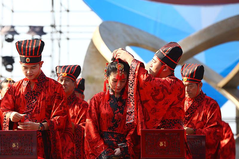 天涯海角國際婚慶節開幕 100夫婦舉行漢式婚典