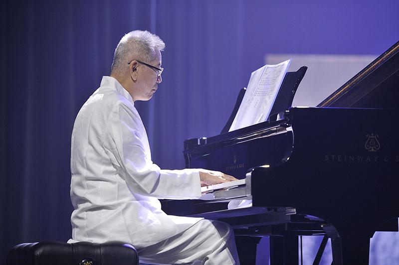 德籍華人、知名鋼琴演奏家吳二現場演奏