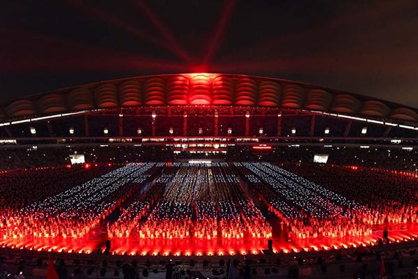破吉尼斯世界纪录!海口11999人同跳竹竿舞献礼海南