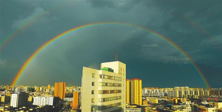 海口雨后现双虹
