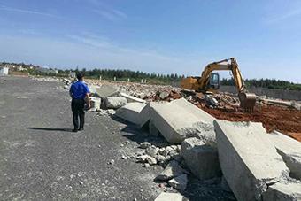 文昌滨海旅游公路4.6万平方米违建搅拌站被拆除