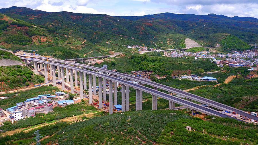 琼中乡村五网基础设施建成后由贫困户进行日常管护
