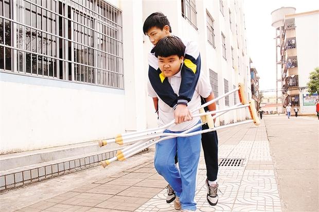 """王小虎:4年上学路""""走""""出了""""新时代好少年"""""""