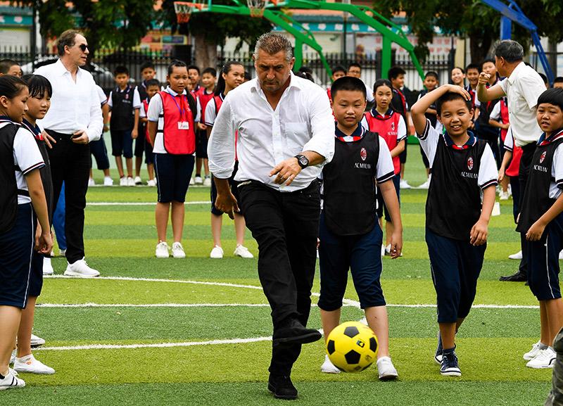AC米蘭校園足球公益活動在三亞啟動