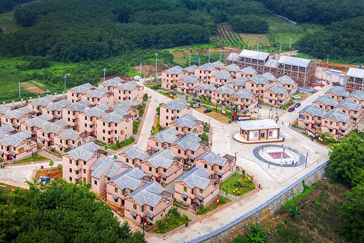 白沙高石老村:整村移民助脫貧 風情旅遊共致富