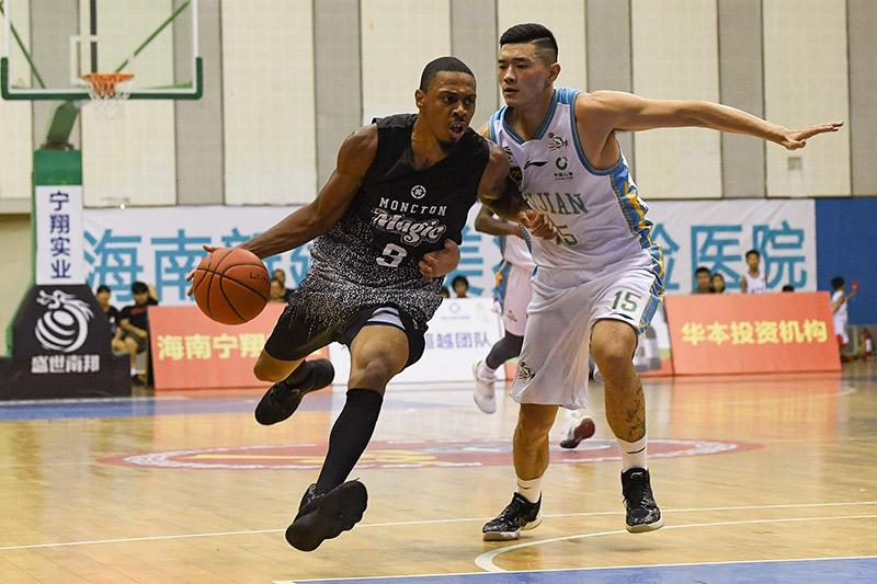 中美国际篮球慈善赛:福建SBS胜美国职业联队