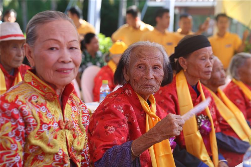 三亞南山長壽文化節開幕 百歲老人重陽喜聚南山