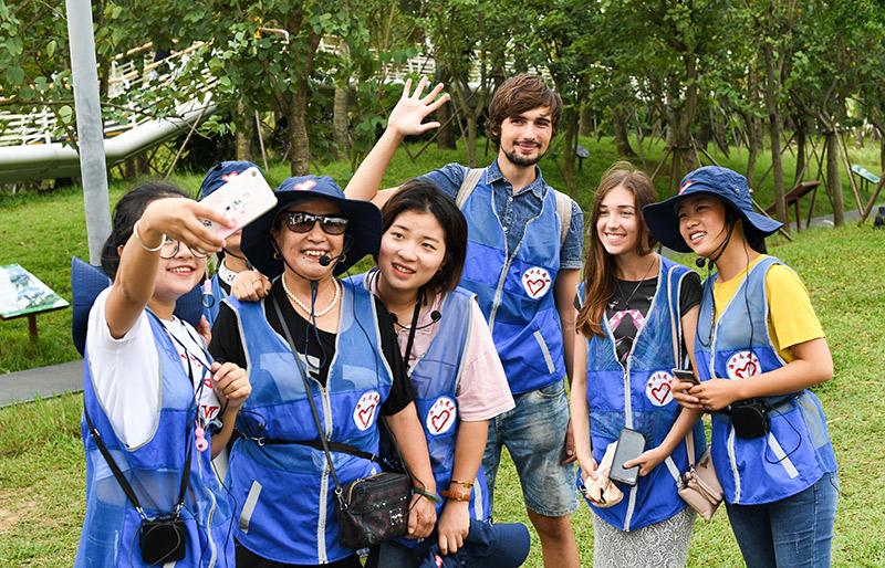 海口:志愿讲解员服务湿地城市