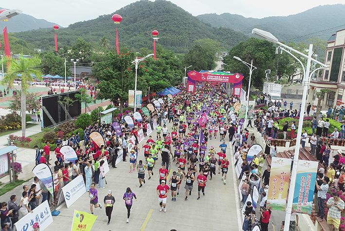 2018海南首届国际山地超级马拉松开跑
