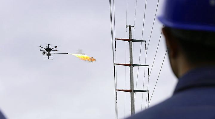 高空噴火!海口供電局無人機巡檢厲害了