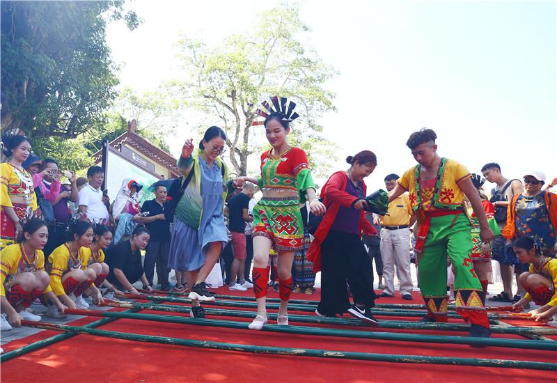 三亞南山中秋民俗文化活動吸引遊人