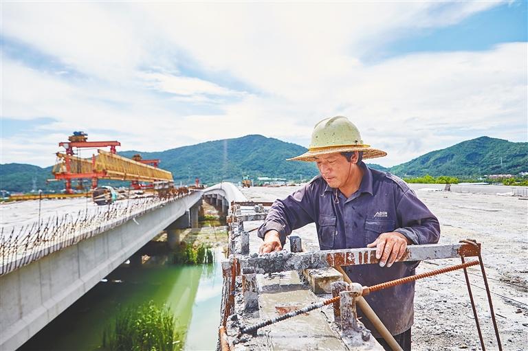 三亞亞龍灣第二通道(一期)工程完成約70%