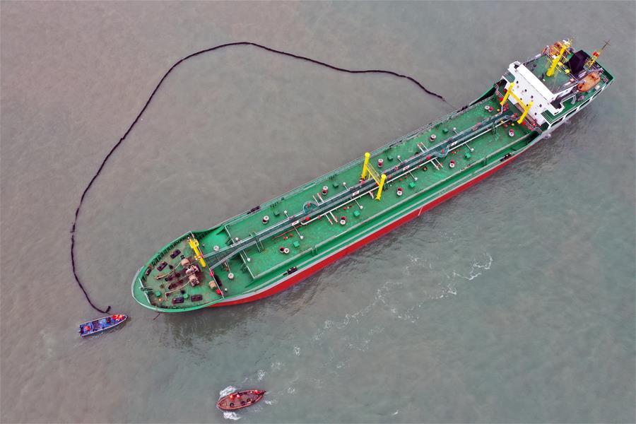 海南舉行春運期間危險品船舶碰撞事故應急演練