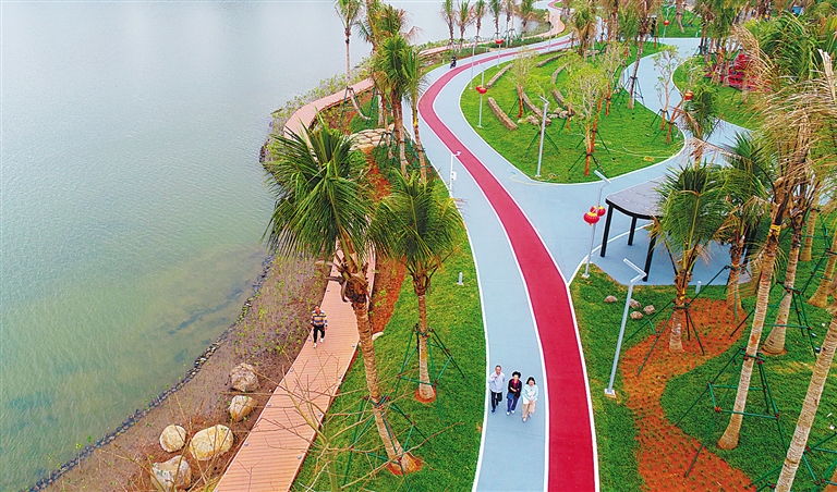 """海(hai)口市民(min)又添(tian)休閑""""打卡""""點 紅城(cheng)湖公園開園"""