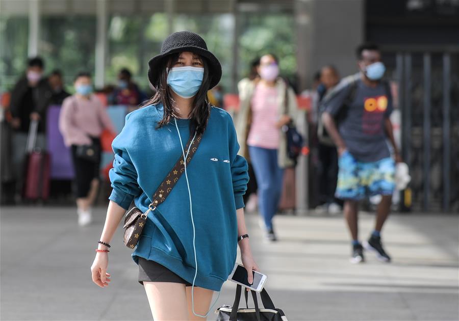 海南:響應疾控中心號召 市民旅客戴口罩出行