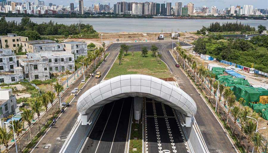 海口文明東隧道通車