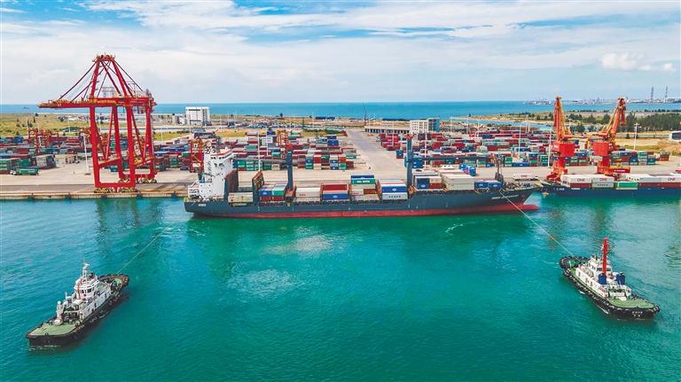 洋浦:吞吐量連連攀升 樞紐港越聯越廣