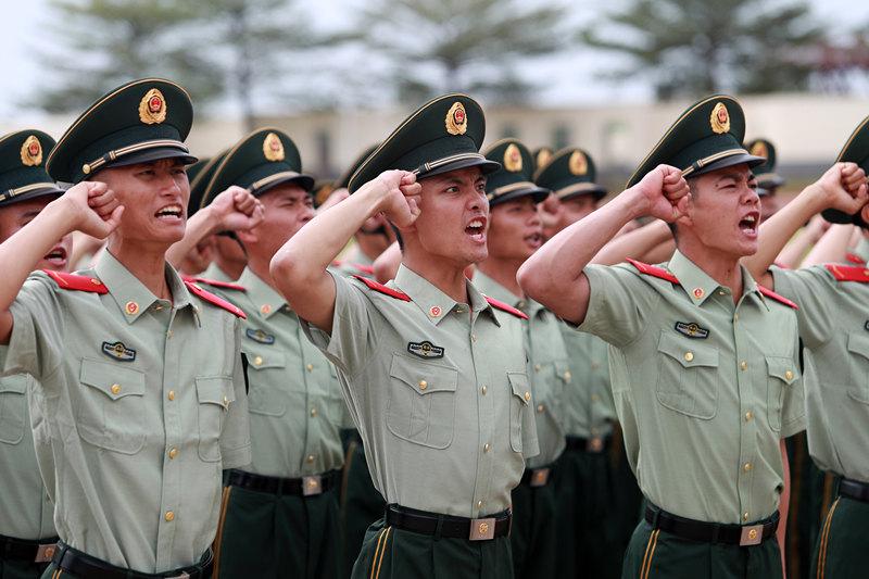 武警海南總隊千余名新兵正式授銜