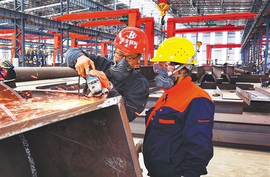 洋浦首個重型鋼構件加工項目建成投産