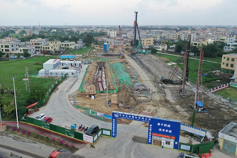 海口江東:道路施工忙