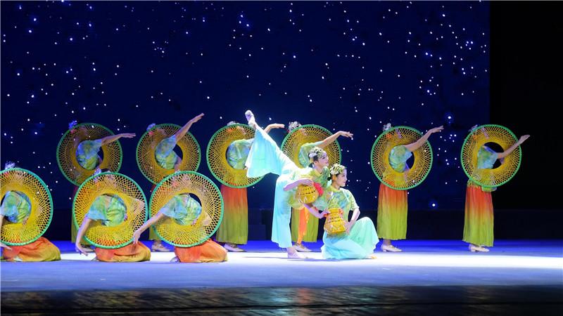 海南哩哩美藝術團慶祝建團十周年音樂會舉行