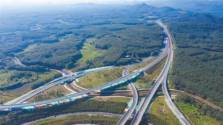 海南高速公路裏程達1255公裏 比2015年增長56.3%