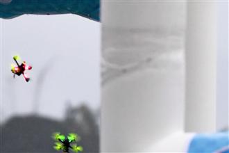海南舉行無人競速機雨林穿越賽