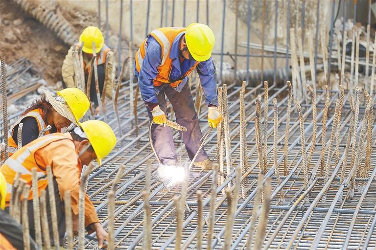 海口椰海大道和東線高速互通立交工程加快施工