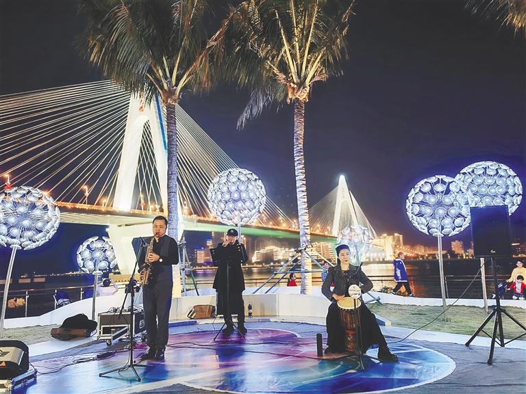 海口龍華區:燈光映海水 外灘樂悠揚